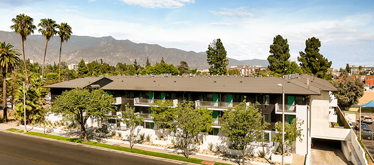Thistle Pasadena apartments outside view of neighborhood and mountains